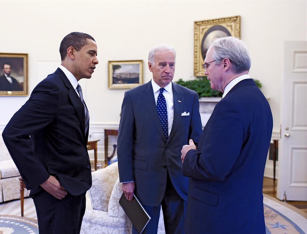 Barack_Obama%252C_Joe_Biden_%2526_Christopher_R_edited_edited.png