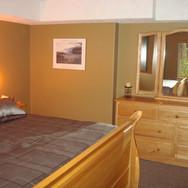 Guest Suite Bedroom (14ft x 10ft)