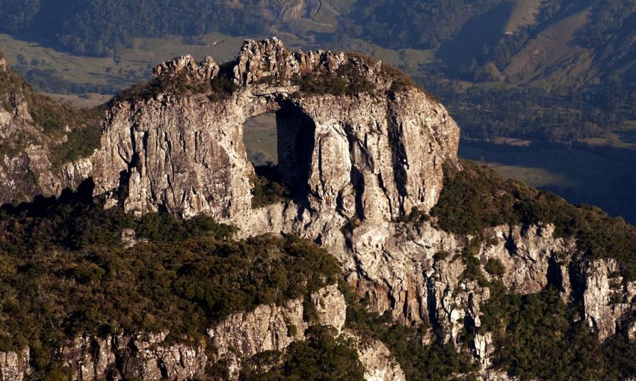 Pertencente ao Parque Nacional de São Joaquim, localizado na charmosa cidade de Urubici (SC), o Morro da Igreja é um dos grandes destinos para turistas em busca de aventura - e que não cansam de se encantar com o cenário da Pedra Furada