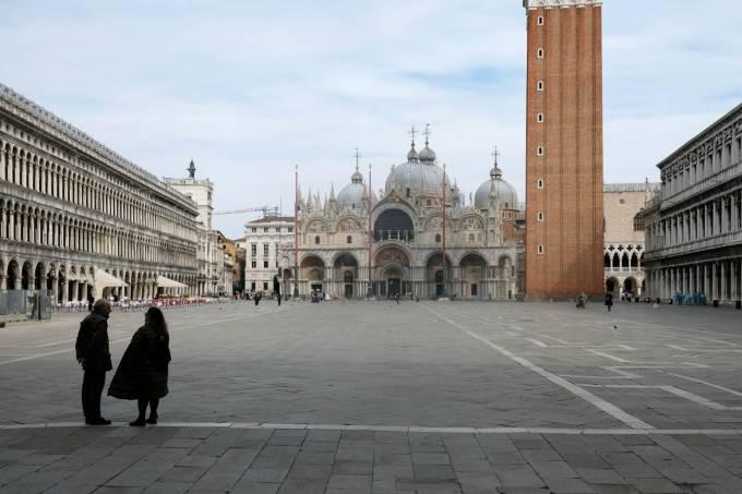 Praça São Marcos, em Veneza, vazia em razão da epidemia de coronavírus na Itália: país entrará em estado de total isolamento a partir desta terça-feira (10) (Manuel Silvestri/Reuters)