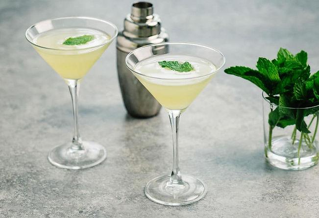 Pineapple-Vodka-Cocktail-Horizontal-Mart