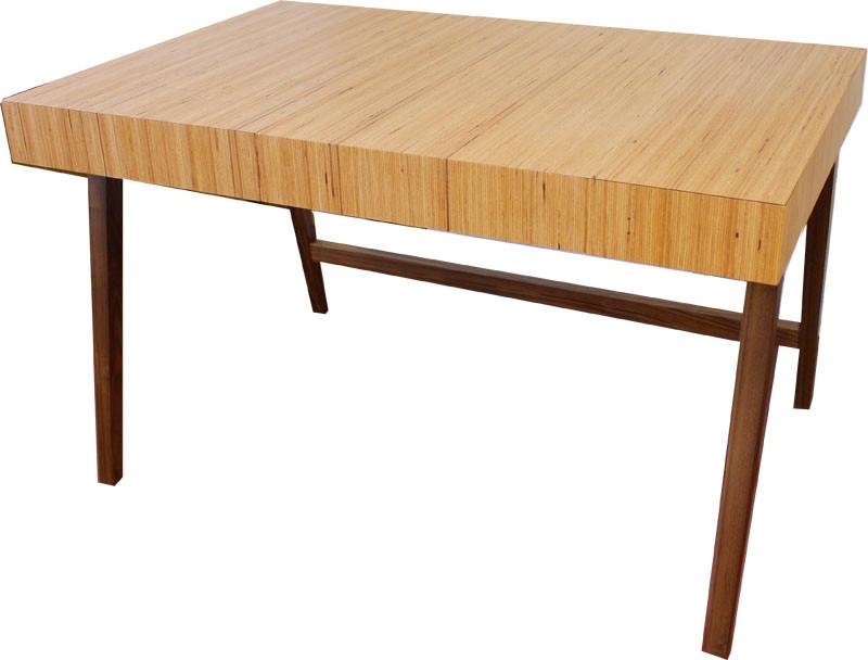 Tisch in Baubuche