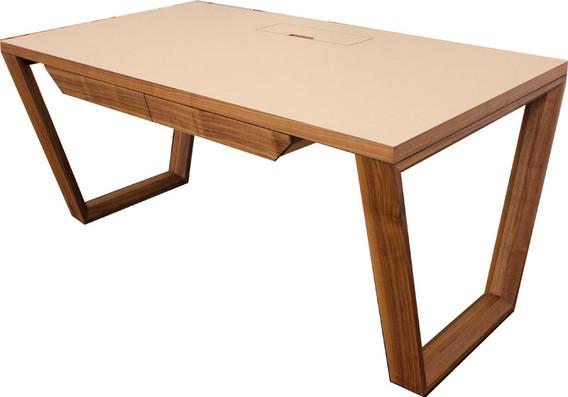 Schreibtisch in Nussbaum