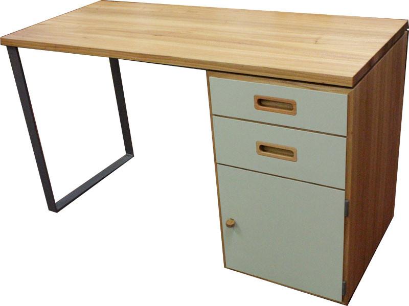 Schreibtisch in Esche