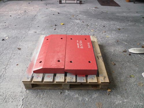 074271624-38 Impact plate - Hardox | Sandvik / Extec I-C13