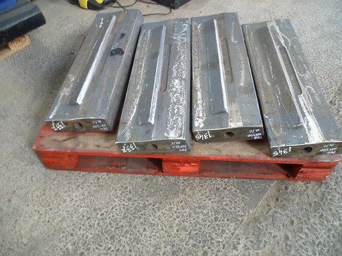 CR004-012-001 Blow bar / hammer - martensitic | Terex Pegson XH250