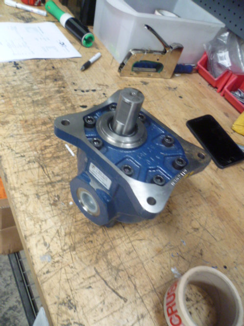 10-25-6169 Screen box motor - 30mm shaft