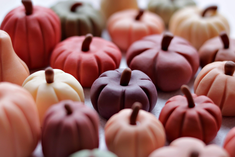 Mini Sugar-paste Pumpkins Tortology