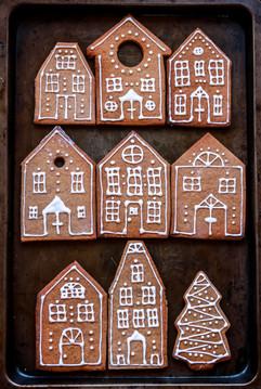 Gingerbread Cookies Houses Tortology.jpg