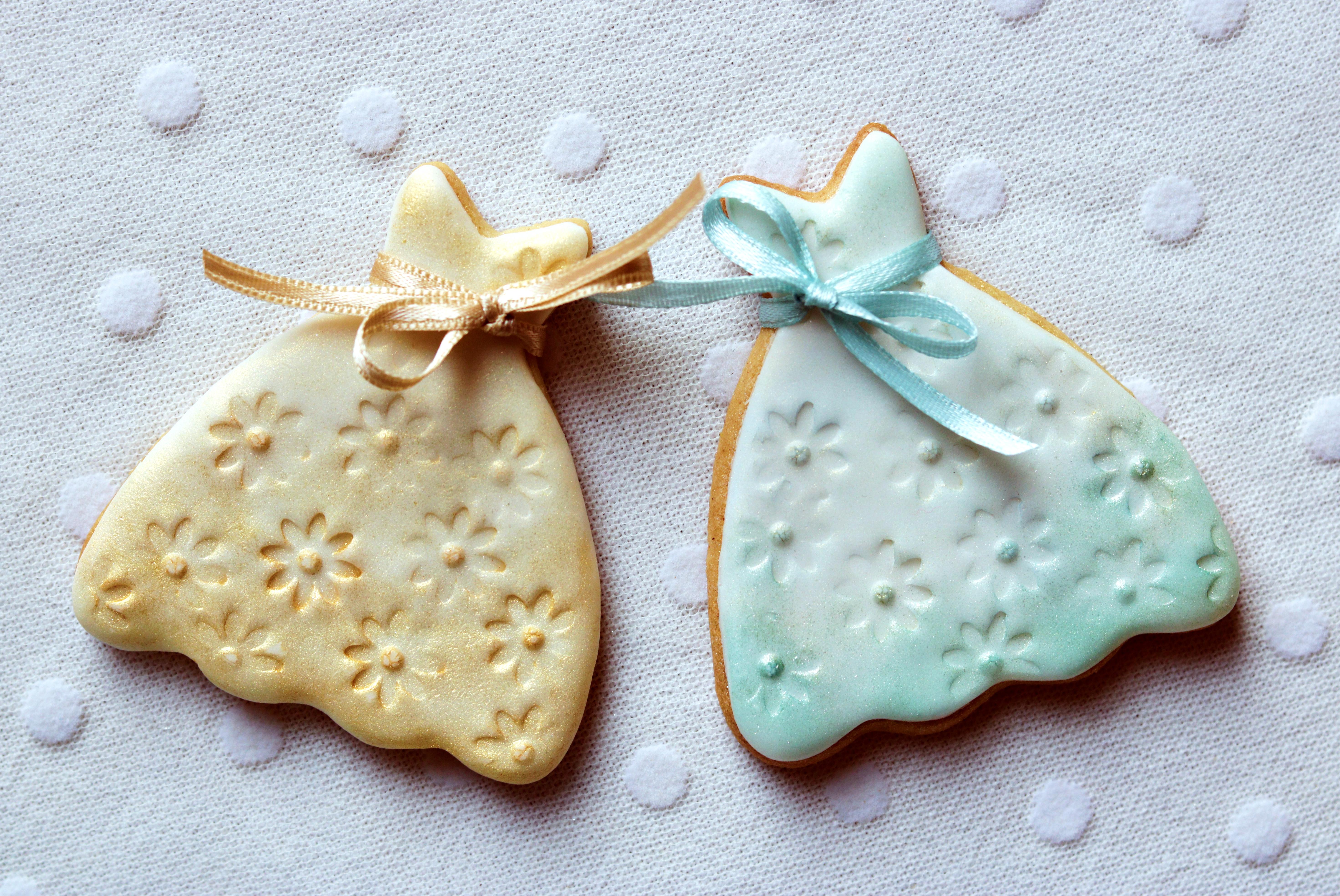 Wedding Favours Cookies Gold Blue Dresses Tortology