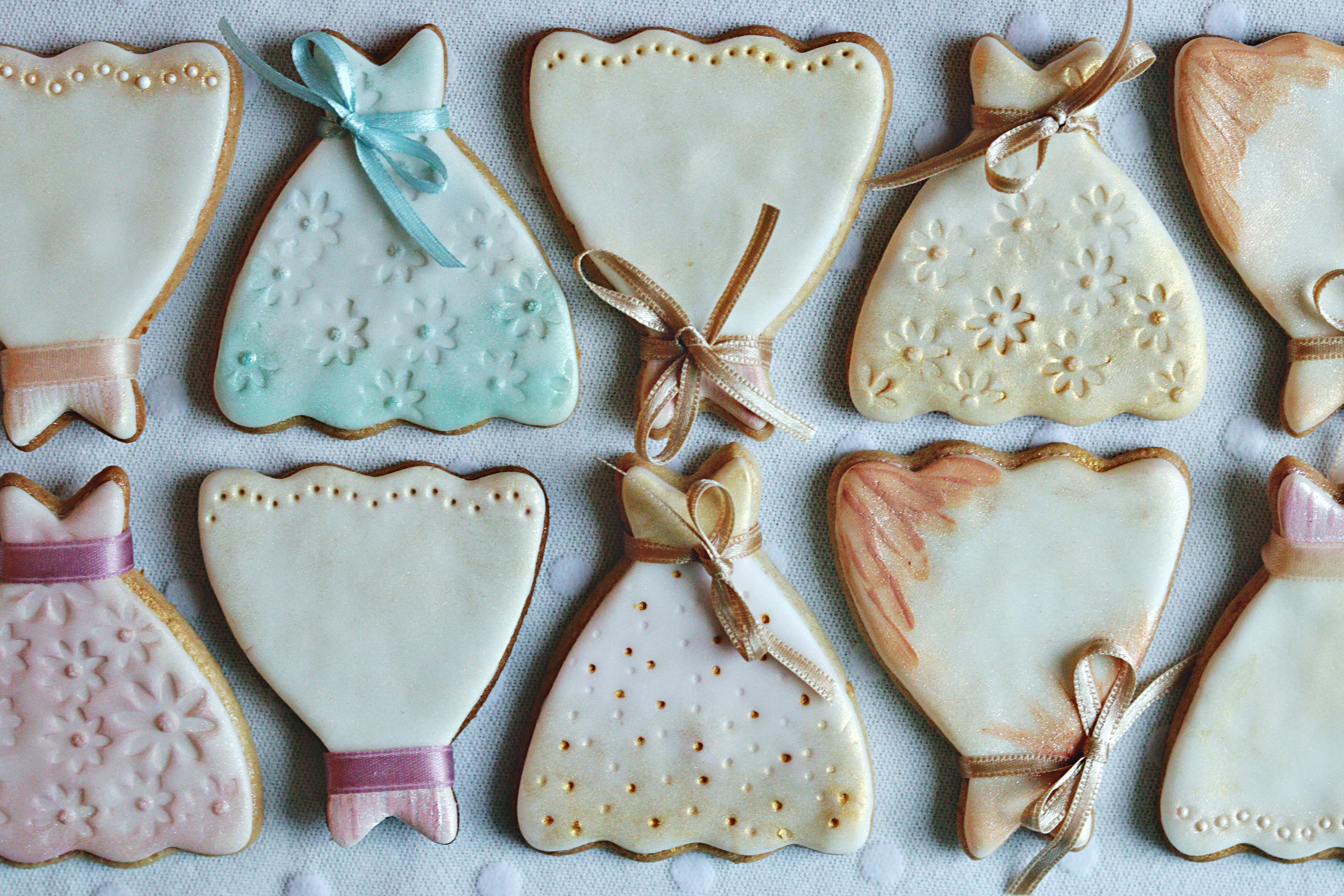 Wedding Favours Cookies Dresses in a row Tortology