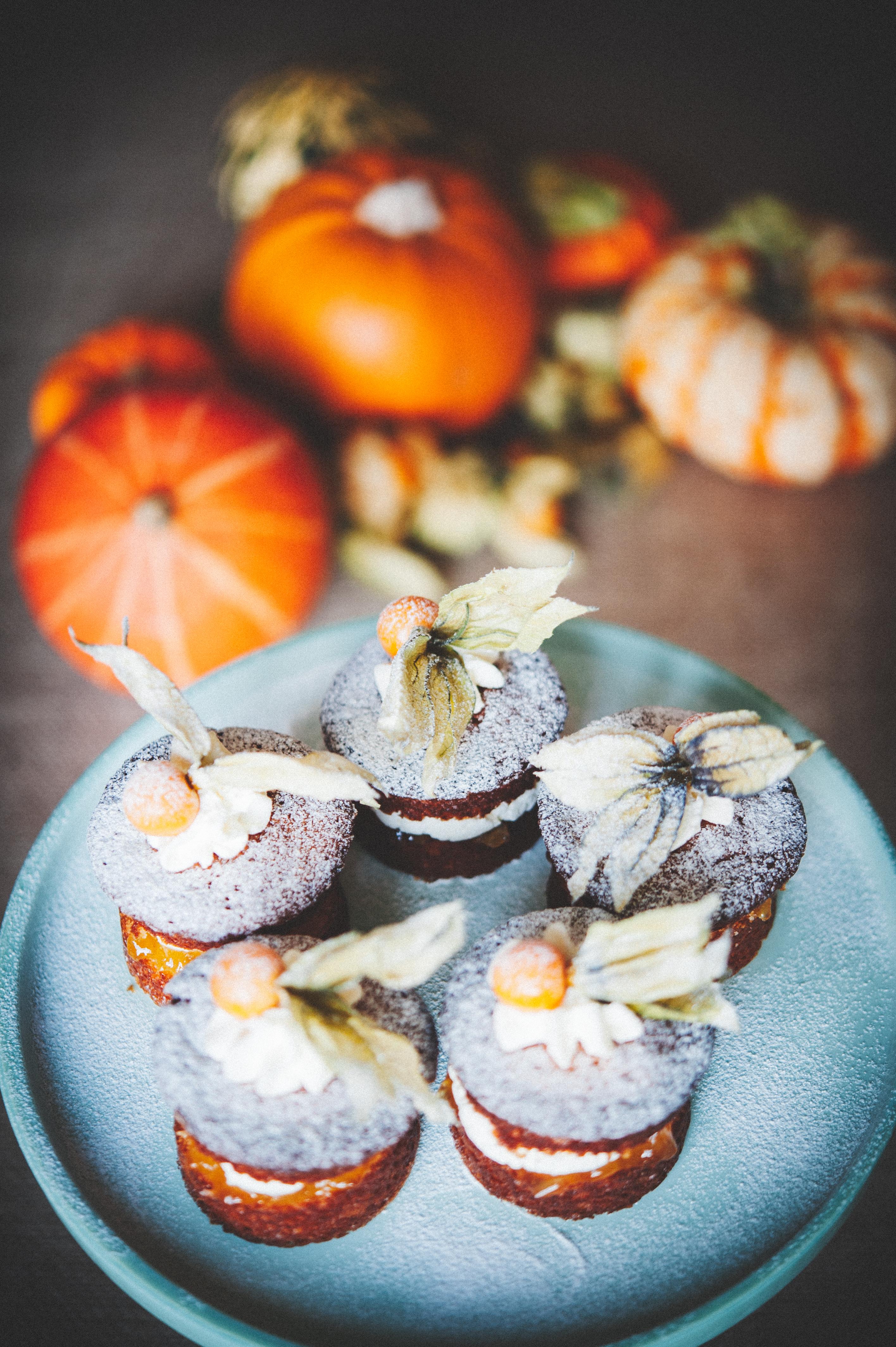 Pineapple & Physalis Mini Cakes