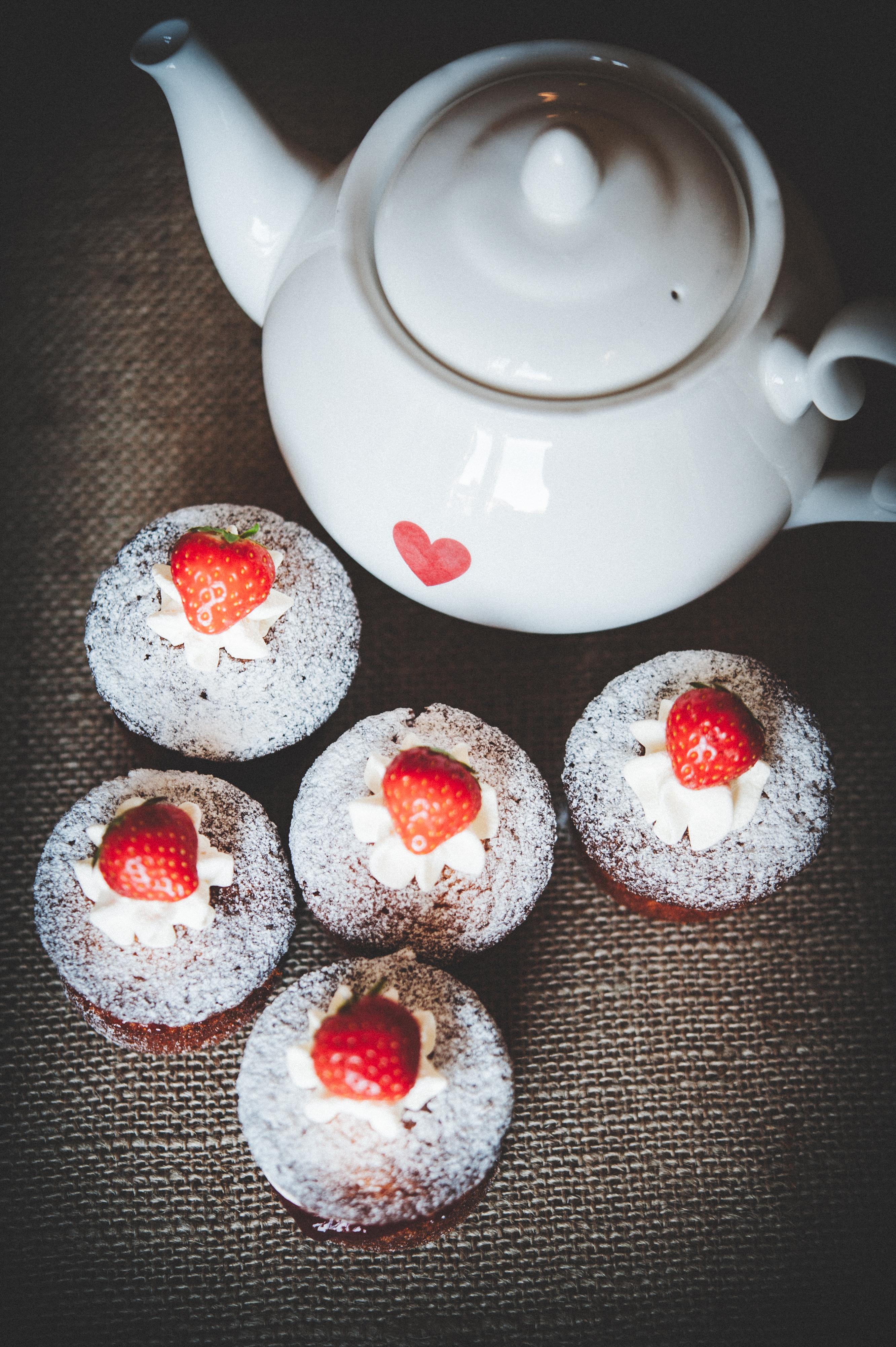 Mini Victoria Sponge Cakes Tortology