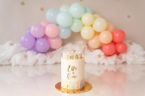 Pastel rainbow cake smash