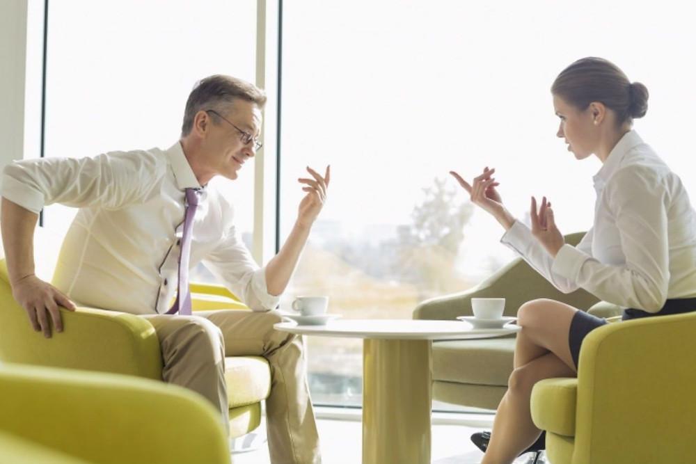 conversaciones dificiles personas dialogando
