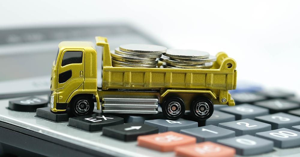 Adquirir um novo caminhão não é um investimento barato. Portanto, é preciso estar seguro no momento da compra e ter a certeza de que está fazendo um bom negócio.  Uma das opções para esse custo não sair tão pesado para seu bolso é o financiamento. Você sabe como funciona o financiamento de caminhões?