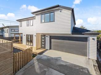 Cozy, Modern double-storey new home in North Shore
