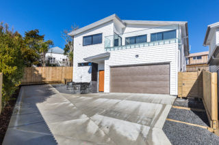 Sunny and Elegant Two Storey New Home in North Shore