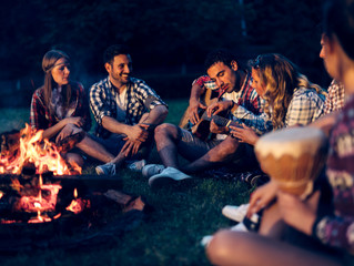Top 10 Songs to Learn on Guitar and Play at a Campfire