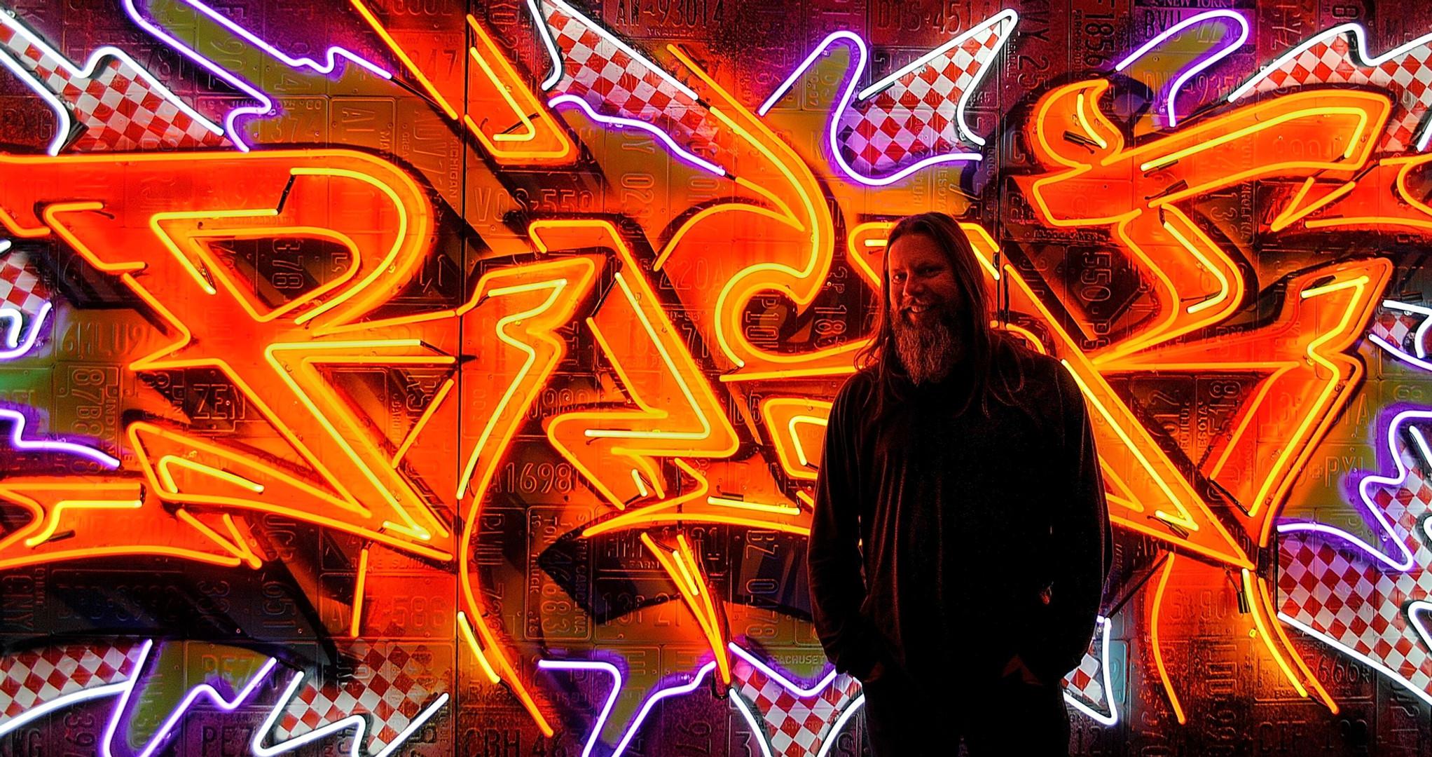 RISK neon