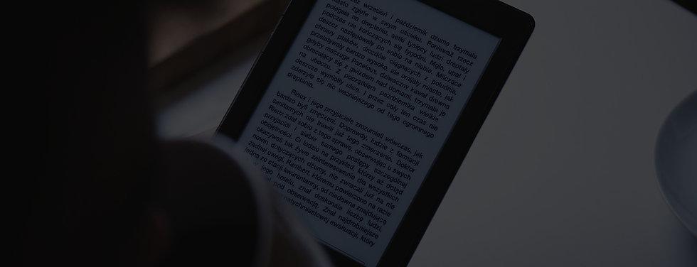 Reading%20on%20an%20e-book%20reader_edited.jpg