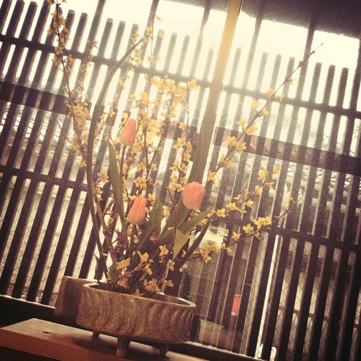 Facebook - 今日はお花屋さんとコラボ企画で ヨガってきます。  お花のある風景でやるのって どんな感じになるのかな〜  自分もどんな展開させるのかな〜