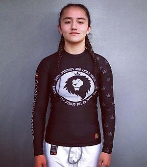 Suave Kimonos | Black Rash Shirt | Vegas'Latina Castle