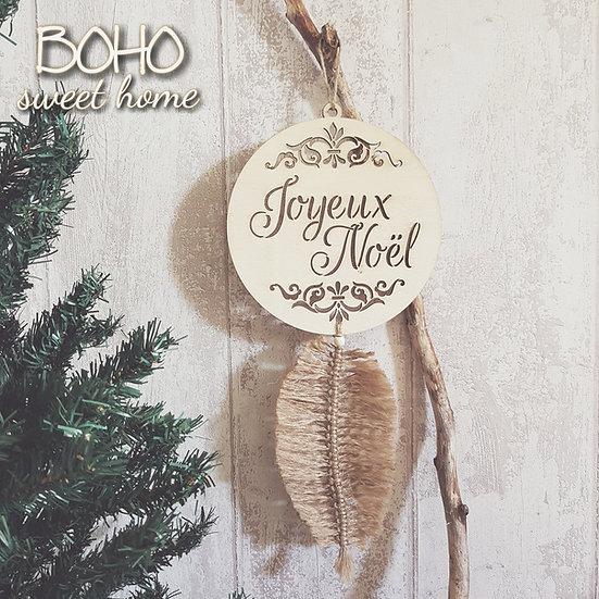 Suspension en bois et plume en jute ↠ Joyeux Noël