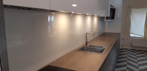 AIK Glass, southend, Splash Back.jpg