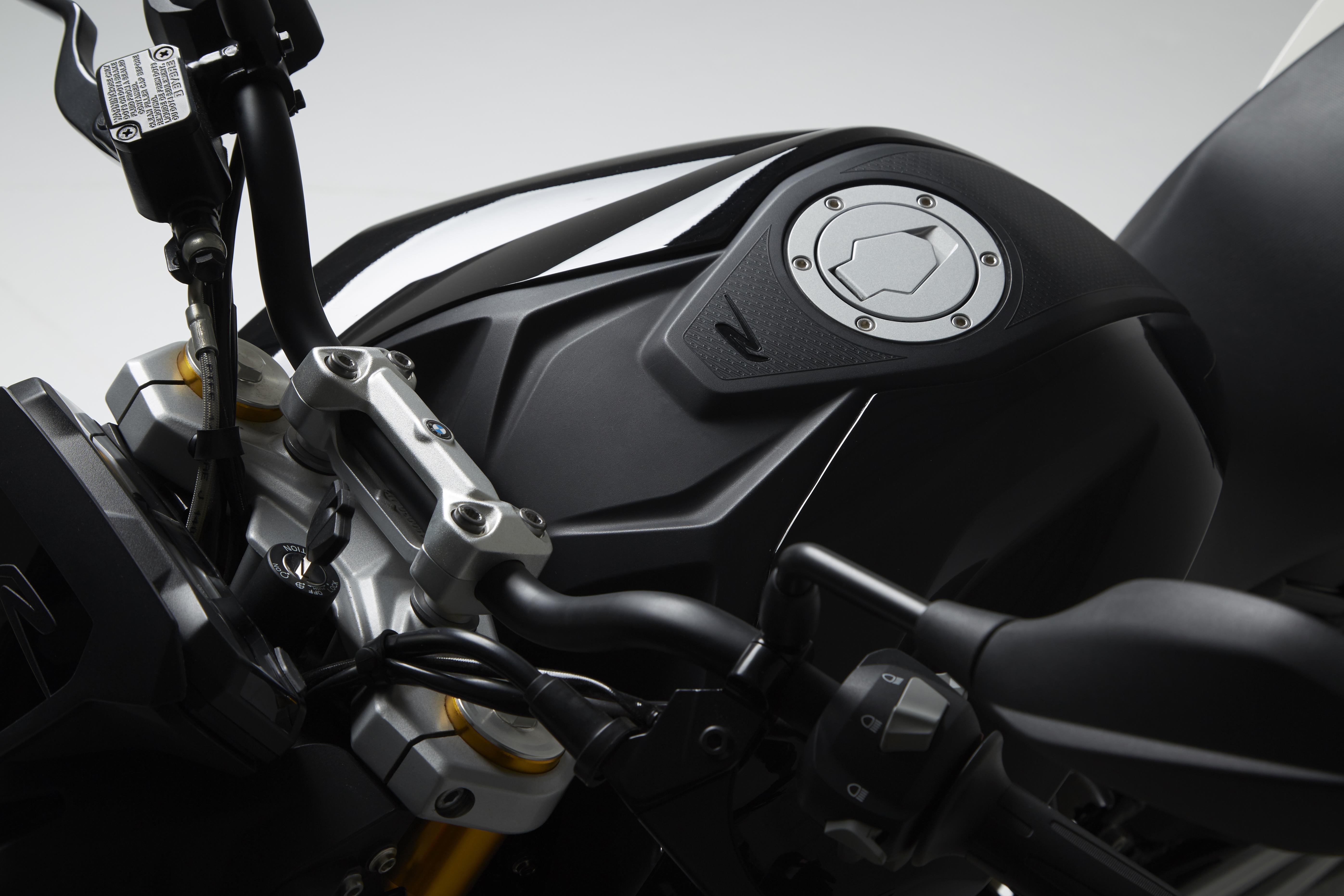 BMW G130 R5915