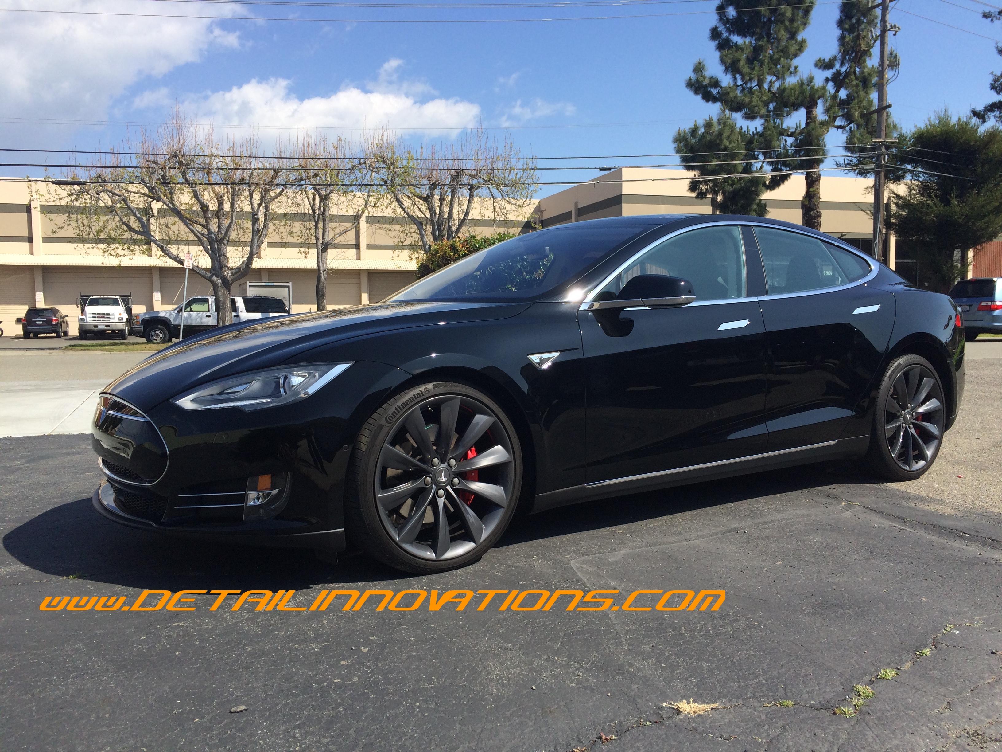 BLACK Tesla P85D