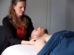 massage Hele Dig Naturklinik supine.jpg
