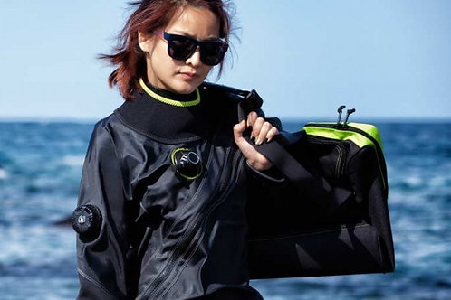SDI Drysuit Diver