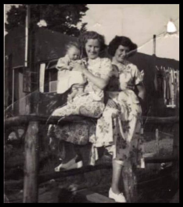 Lyn Giles Saunders with her mum and aunt