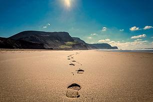 footsteps-3938563_1920.jpg