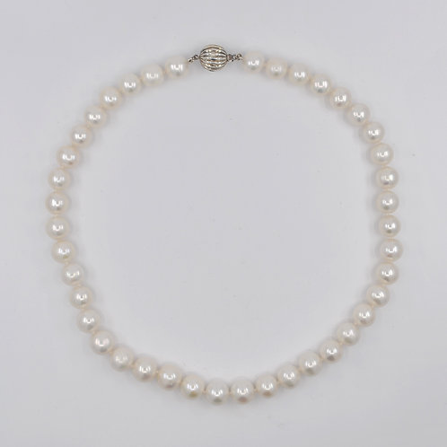 J033P Freshwater Pearl and Silver Necklace