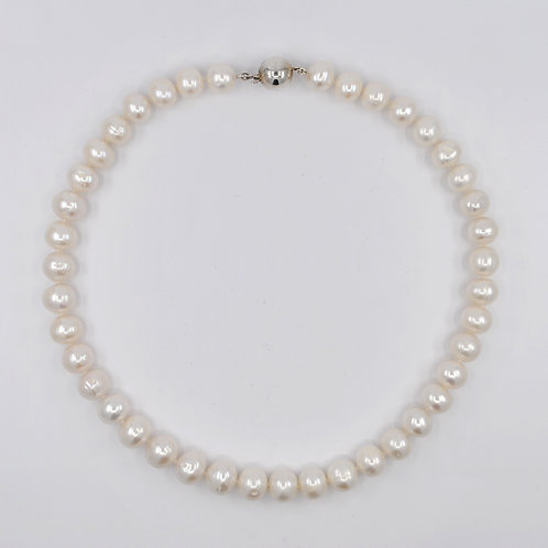 J032P Freshwater Pearl and Silver Necklace