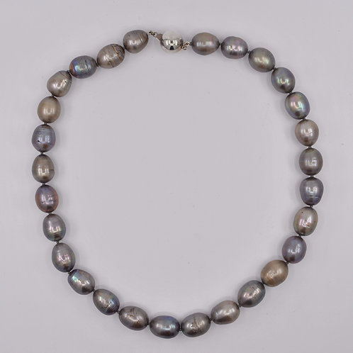 J035P Freshwater Pearl and Silver Necklace