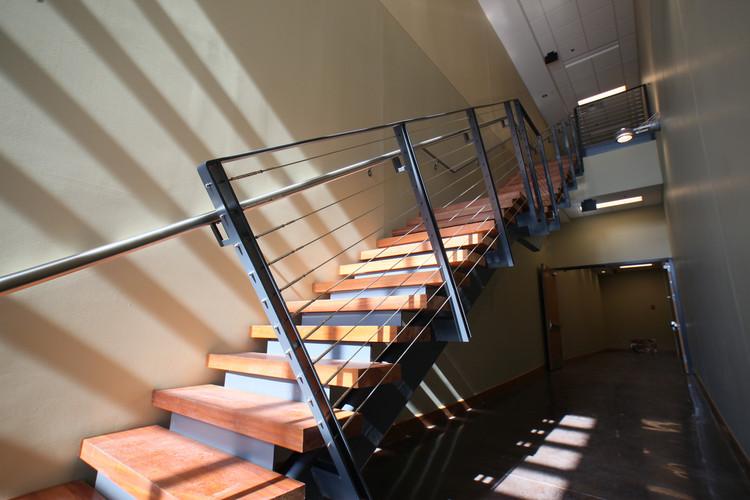 int_stairs_03.jpg