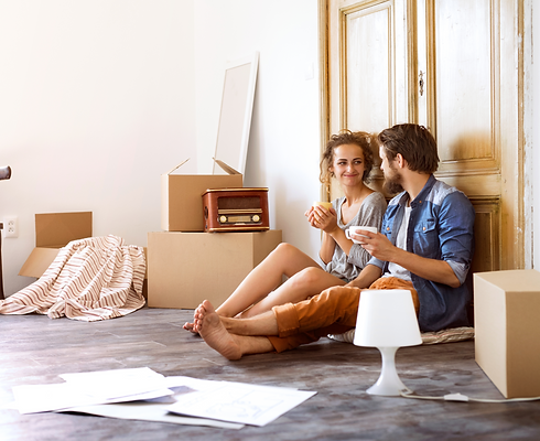 young-couple-moving-in-a-new-house-PWW4P