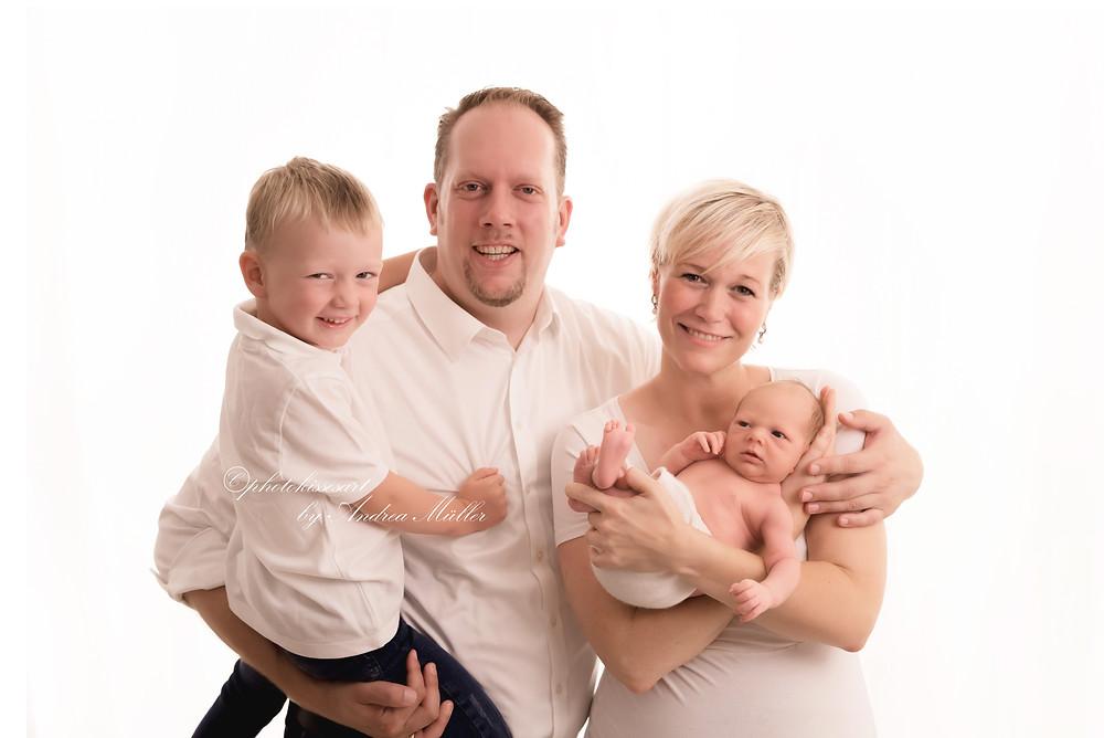 Babyshooting Langenfeld, Familienbild Andrea Müller photokissesart