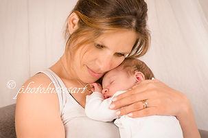 Ringe am Fuß des Neugeborenen, Neugeborenenshooting aus Hilden