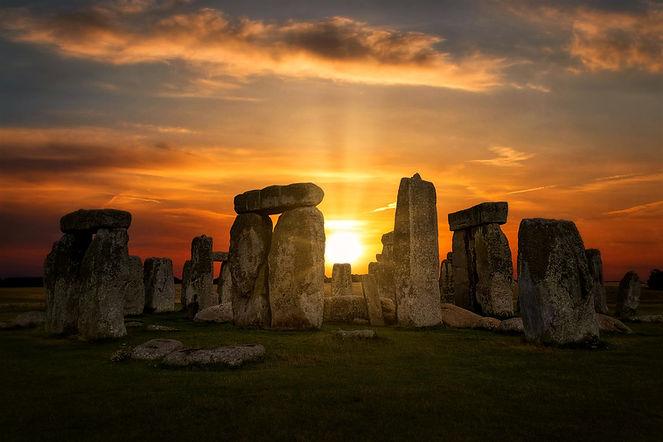 stonehenge-4614639_1920.jpg