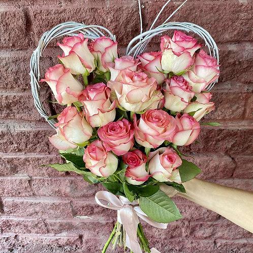 Сердце из роз на каркасе