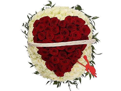 Букет в корзине Сердце из роз