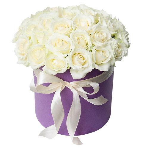Букет в шляпной коробке из 25 белых роз