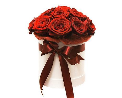 Букет в шляпной коробке из 17 красных роз