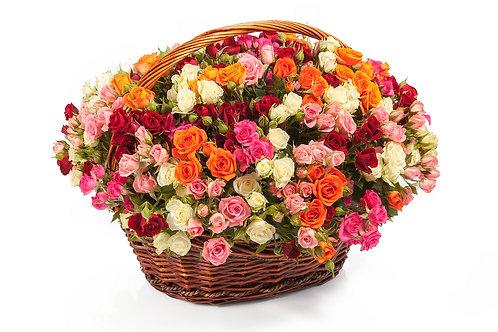 51 Кустовая роза-микс в корзине