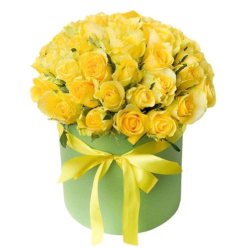 Букет в шляпной коробке из 25 желтых роз