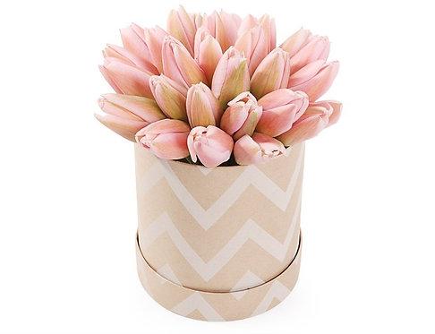 25 Нежно-розовых тюльпанов в шляпной коробке